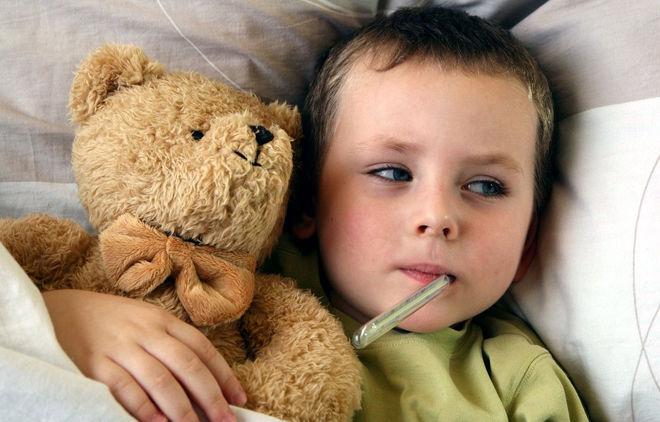 Ребенок болеет с градусником