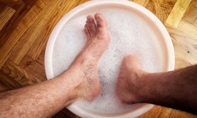 Ноги в мыльной воде