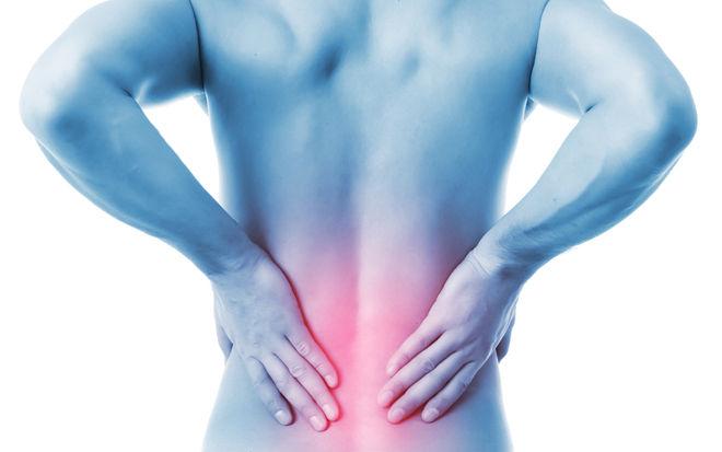 В районе спины болит