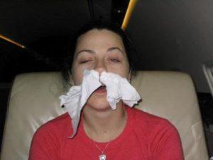 В нос платок чтобы не текло