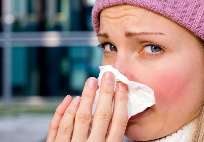 Как лечить и вылечить насморк народными средствами в домашних условиях