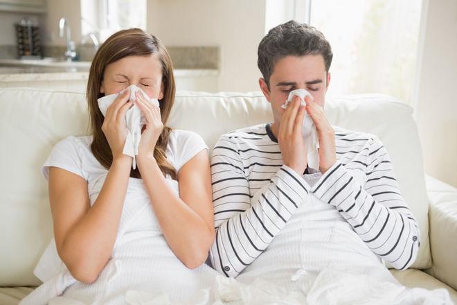 Насморк и болит горло и голова температуры нет