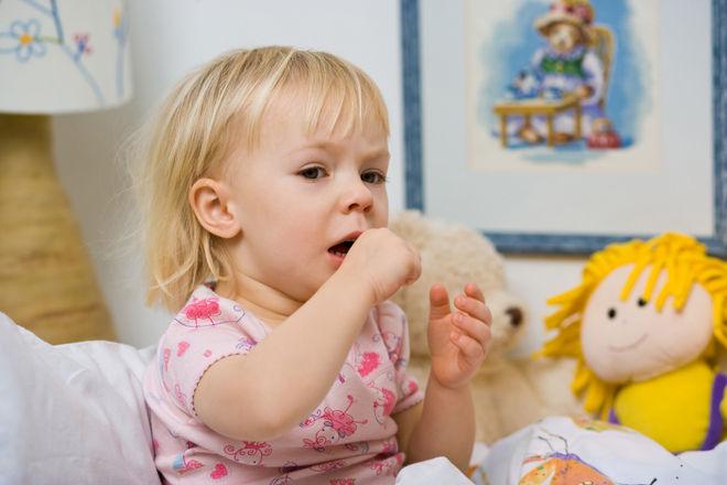 Сухой кашель только днем у ребенка причины thumbnail