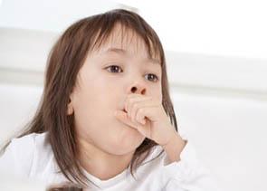 Как лечить горловой гортанный кашель у ребенка медикаментозные и народные средства