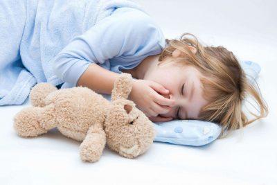 Как успокоить кашель у ребенка ночью в домашних условиях комаровский?