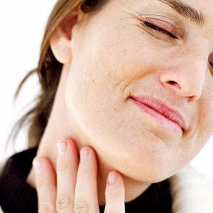 Болит миндалина с одной стороны: опухла гланда и глотать больно