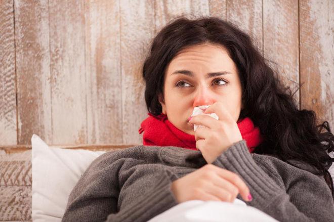 Почему чешется горло внутри и хочется кашлять: что делать, как лечить?