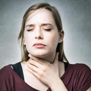 Очень сильно болит горло, больно глотать и разговаривать: правильное лечение